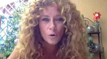 """Valentina Persia senza freni sul concorrente """"peggiore umanamente"""" all'Isola dei Famosi: """"Bugiardo!"""""""