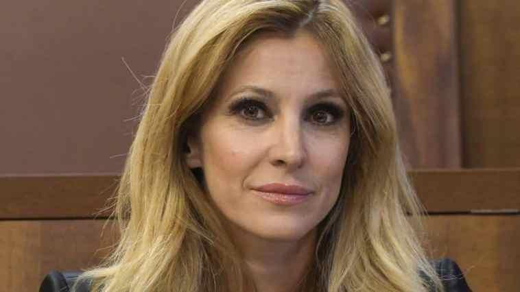 Adriana Volpe: studi, esordio e carriera della conduttrice ed ex concorrente del Grande Fratello Vip