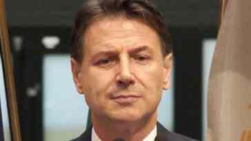 """Conferenza stampa Giuseppe Conte, l'annuncio: """"Non riesco ad impegnarmi in un progetto in cui non credo"""""""