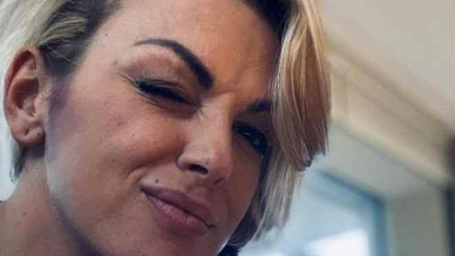Francesca Pascale si sbattezza per protesta
