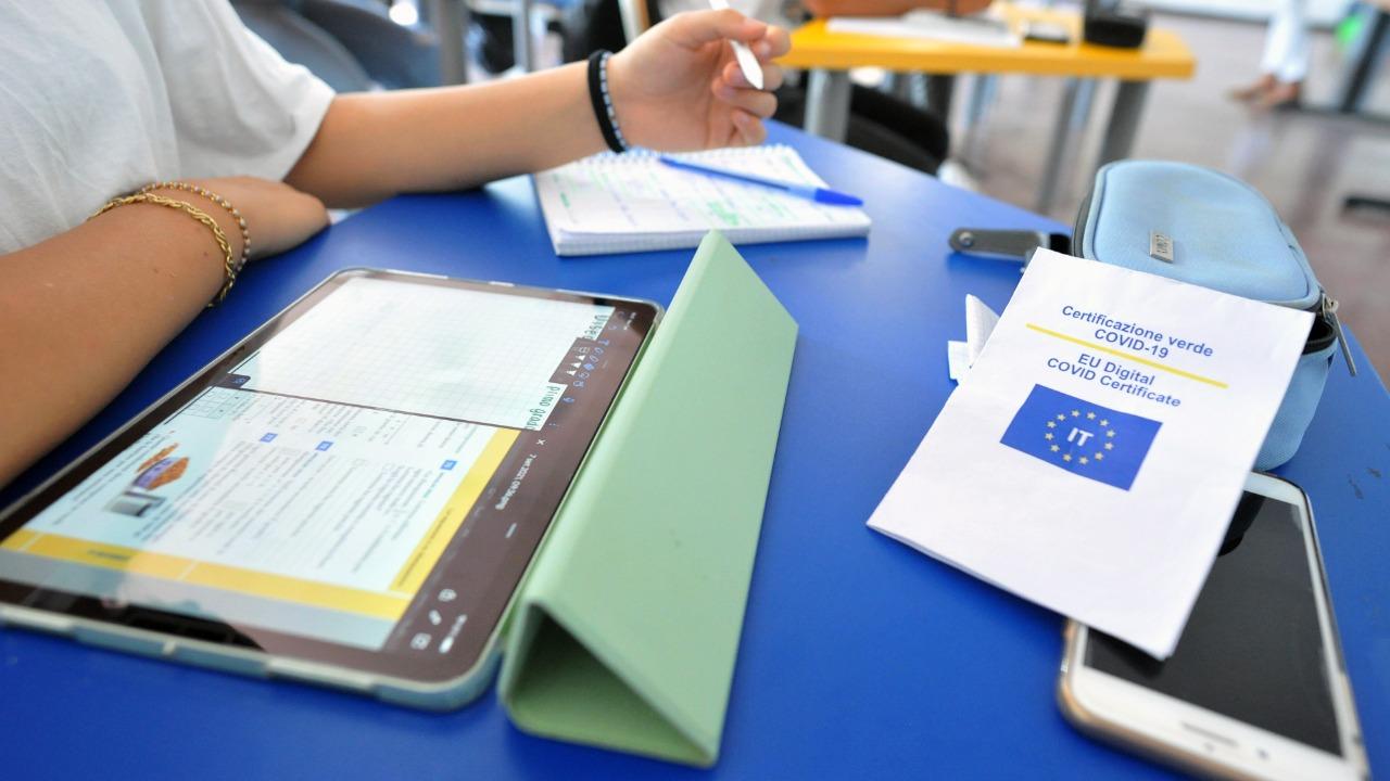Green pass obbligatorio, dove serve: le nuove regole varate per scuola, università e le Rsa