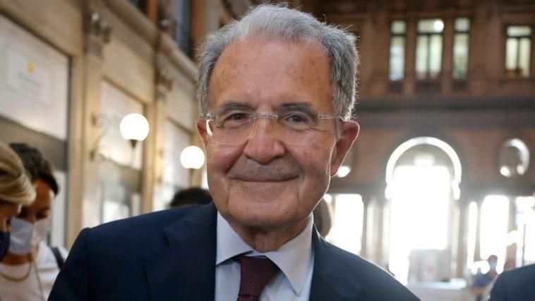 """Romano Prodi al Salone del Libro: """"Presidente della Repubblica? Lo fa chi ha meno veti, non più voti"""""""