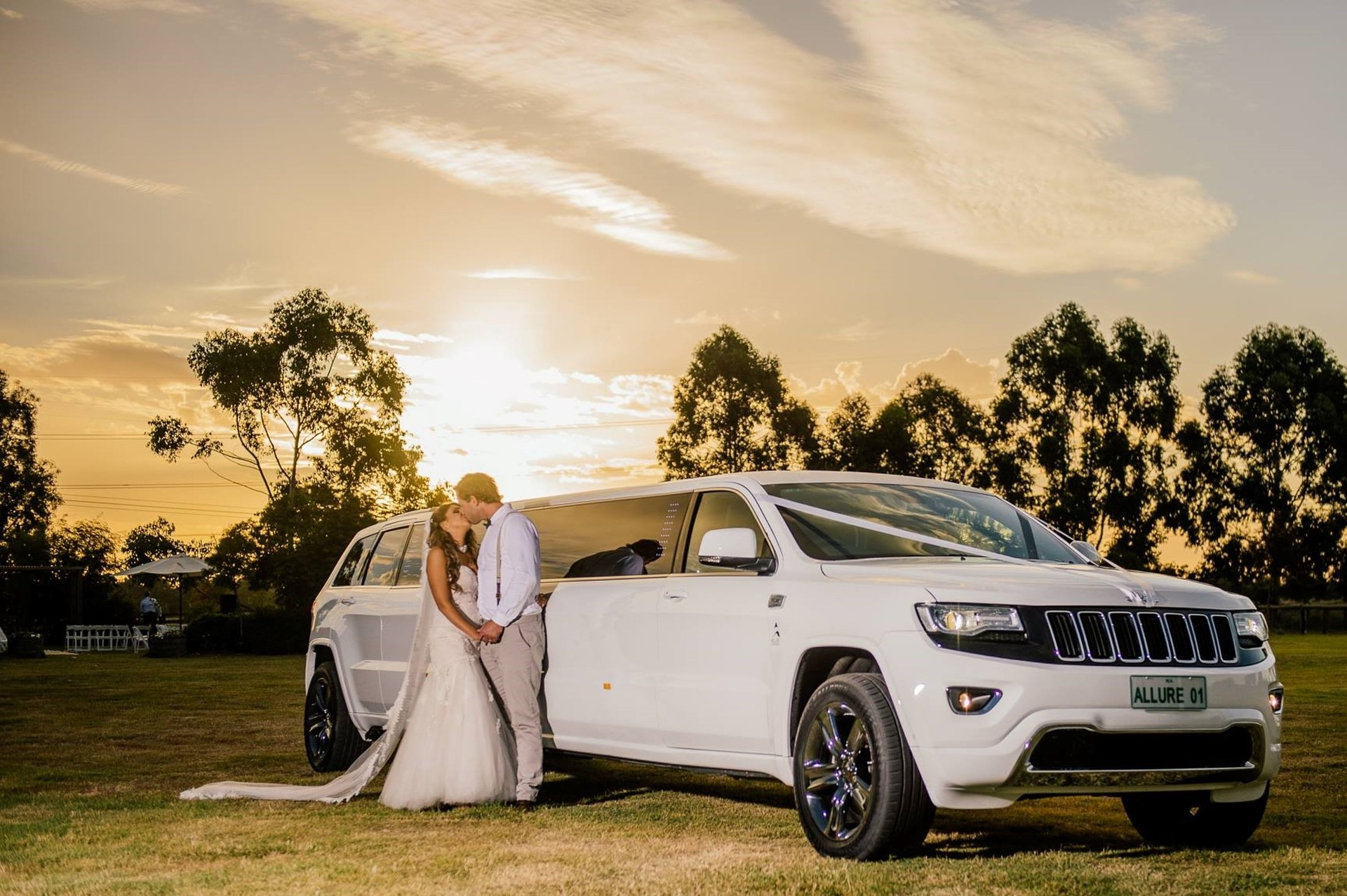 bride and groom, white wedding limo