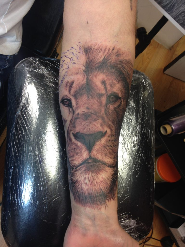 during lion tatto part 2