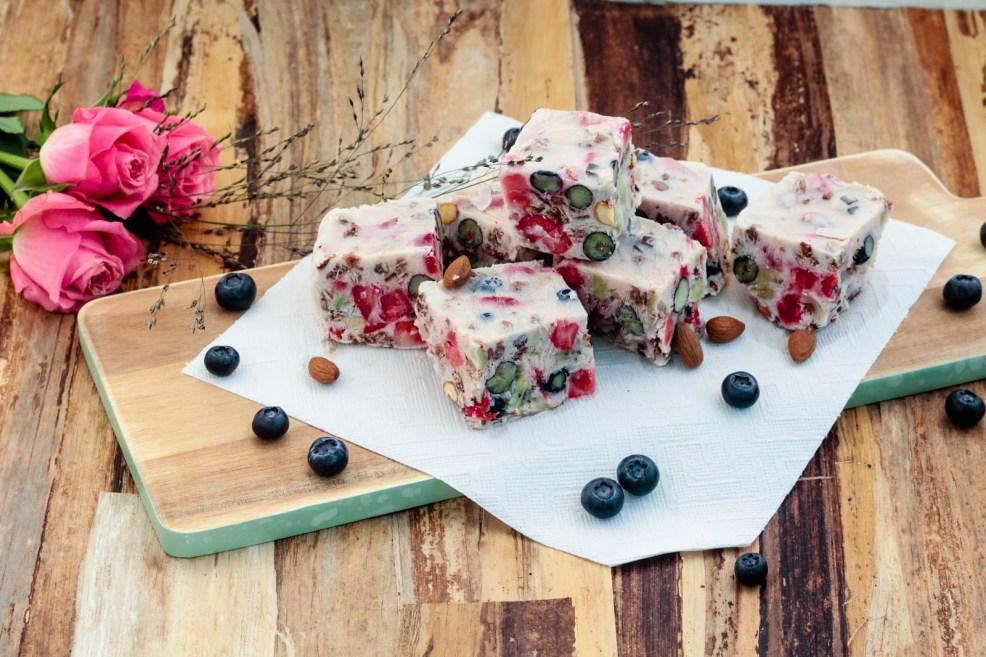 frozen-yogurt-frunuts-bars-sophisticated-sisters-lifestyle-food-blog-vienna-austria-4-von-6