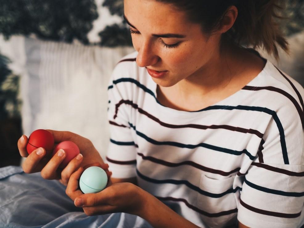 Bunte Lippenpflege von eos ohne giftige Inhaltsstoffe
