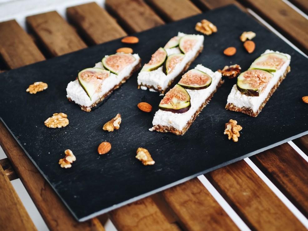 Superfoods: Nüsse, Kokosnuss, Feigen - Rezept für Raw Vegan Coconut Fig Bars