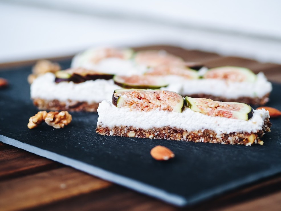 Raw Vegan Coconut Fig Bars - Müsliriegel selbermachen rohvegan
