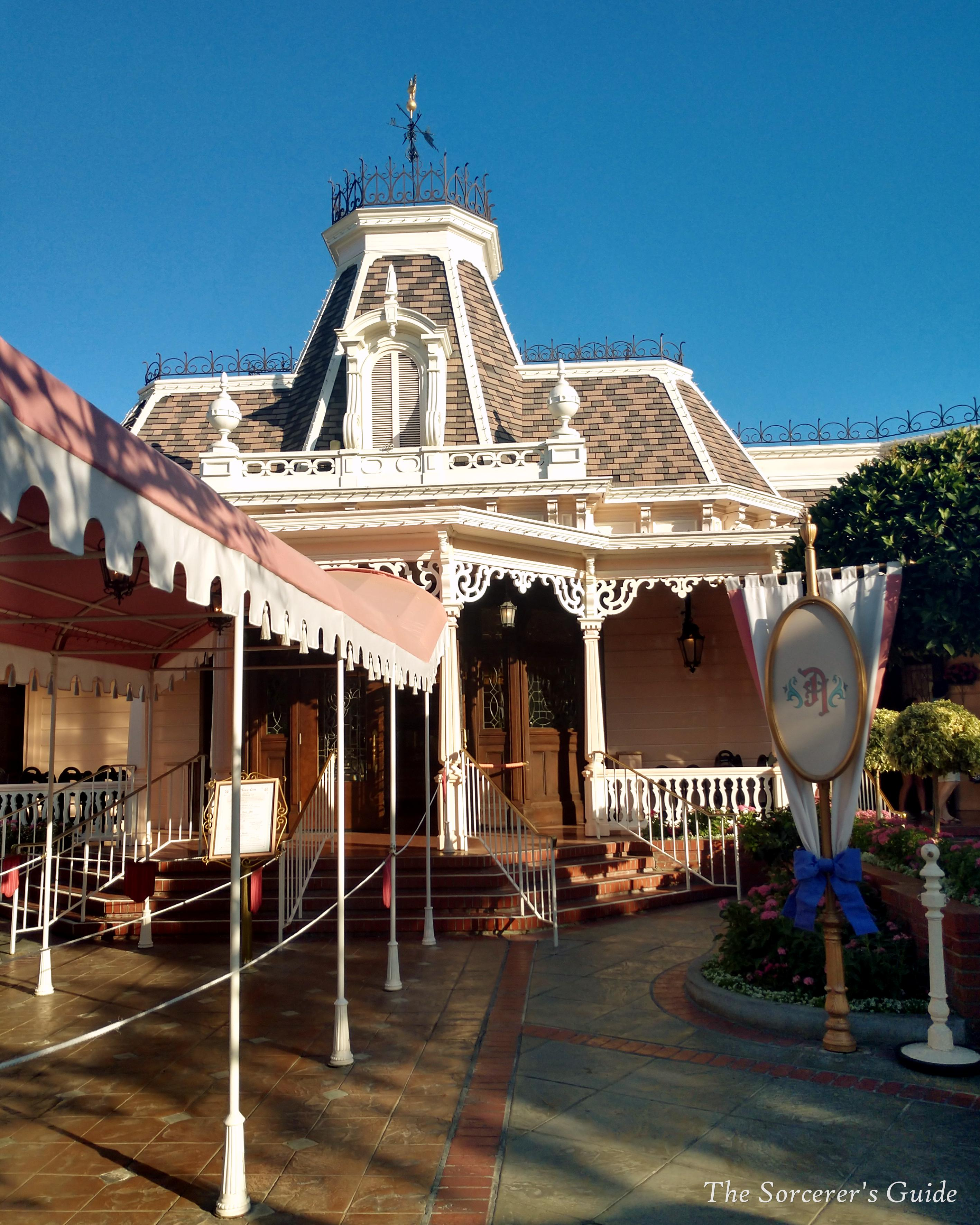 Entrance of Plaza Inn