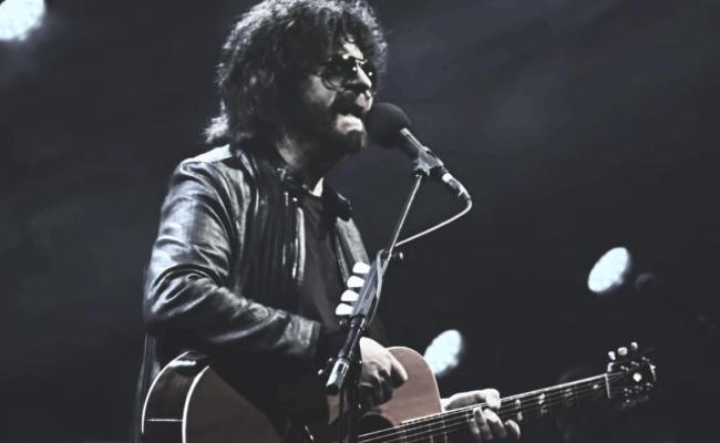 Watch Jeff Lynne S Elo Performs Telephone Line At
