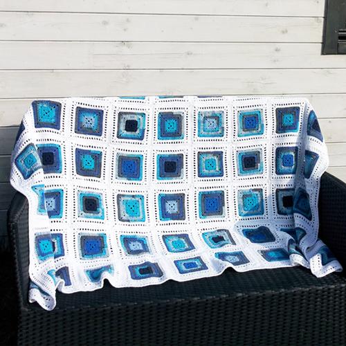Deken wit met blauwtinten  Handgemaakt  H00065  TheSouq