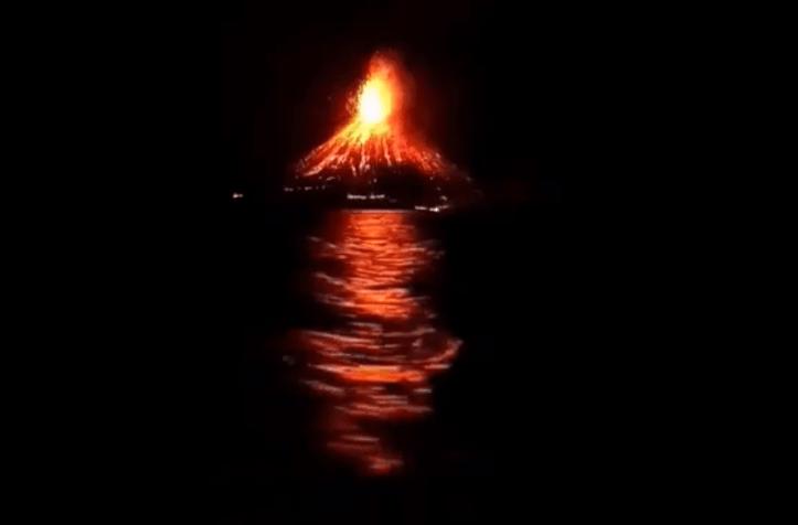 Indonesia tsunami krakatoa