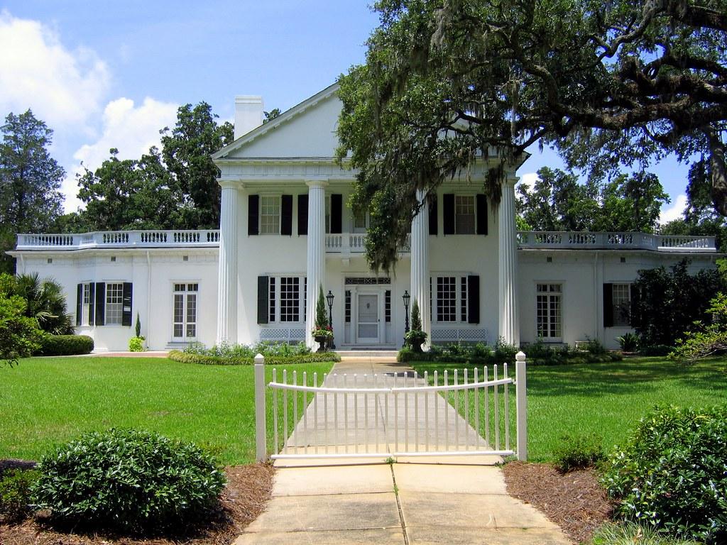 A white house.