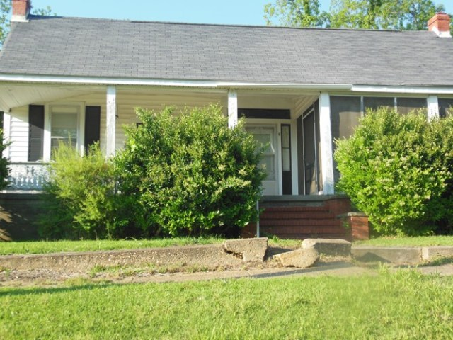 2 bed, 2 bath, investment property with new paint and some repairs.