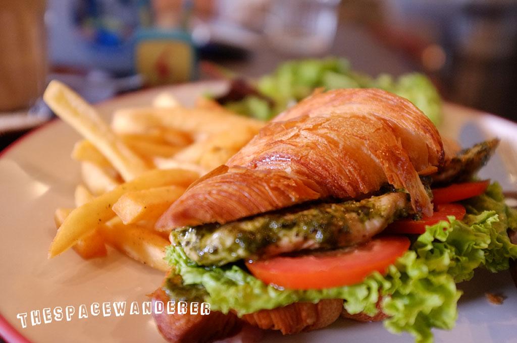 tanamera-02-chicken-croissant-sandwich