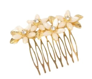 Girls sparkly gold and ivory flower hair comb