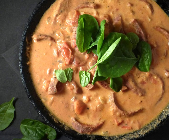 picture of stroganoff in a skillet