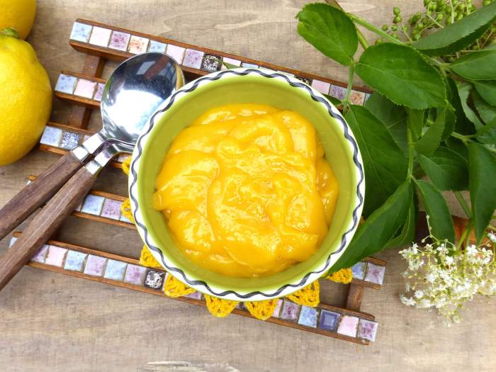 picture of lemon curd in a small bowl