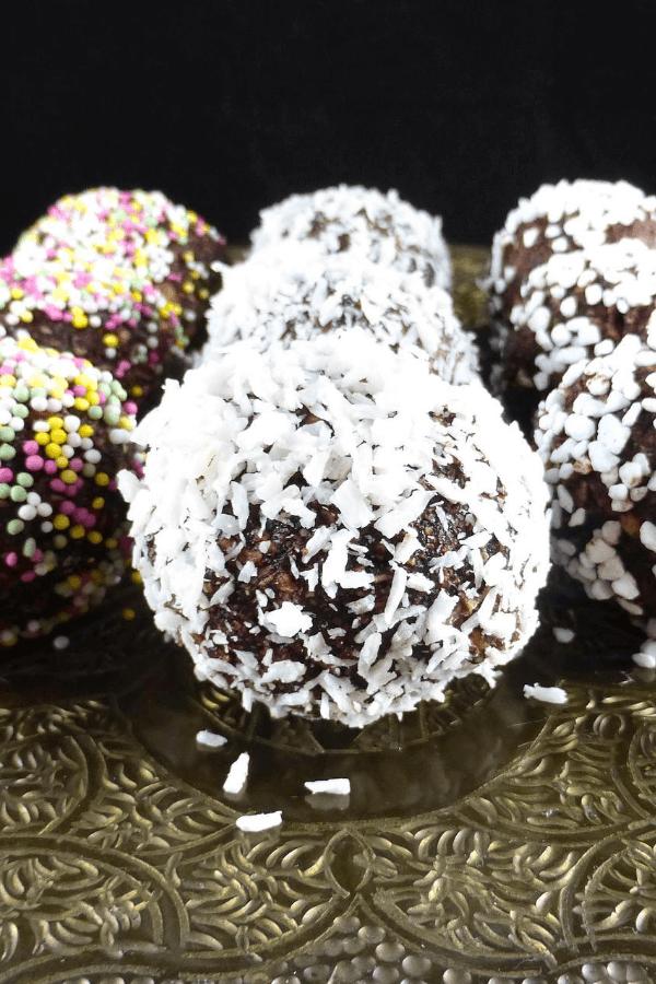 Simple Swedish Chocolate Oat Balls (Chokladbollar)