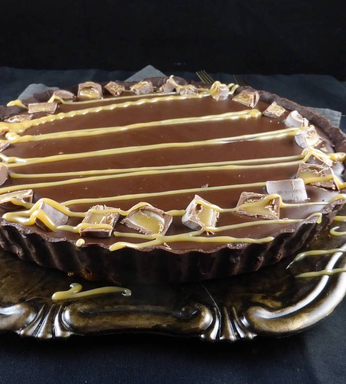 a side view of a chocolate pie