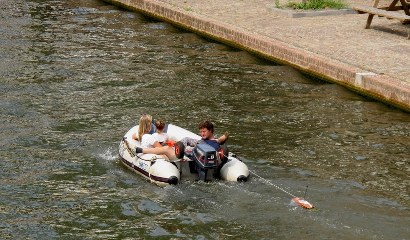 A family tour through the canals of Utrecht... towing a spare boat (just in case....)