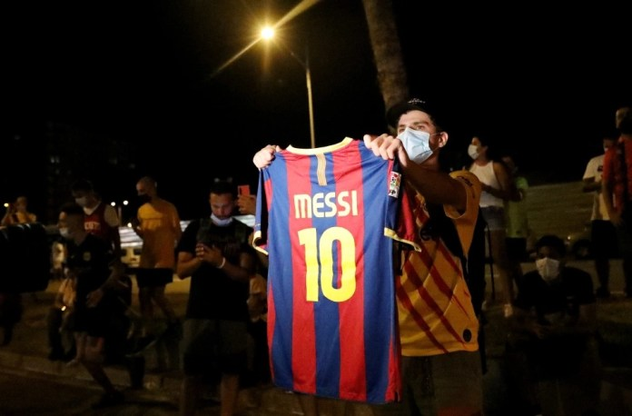 #BartomeuOUT: From social media to streets, Barcelona fans denounce the club president - THE SPORTS ROOM