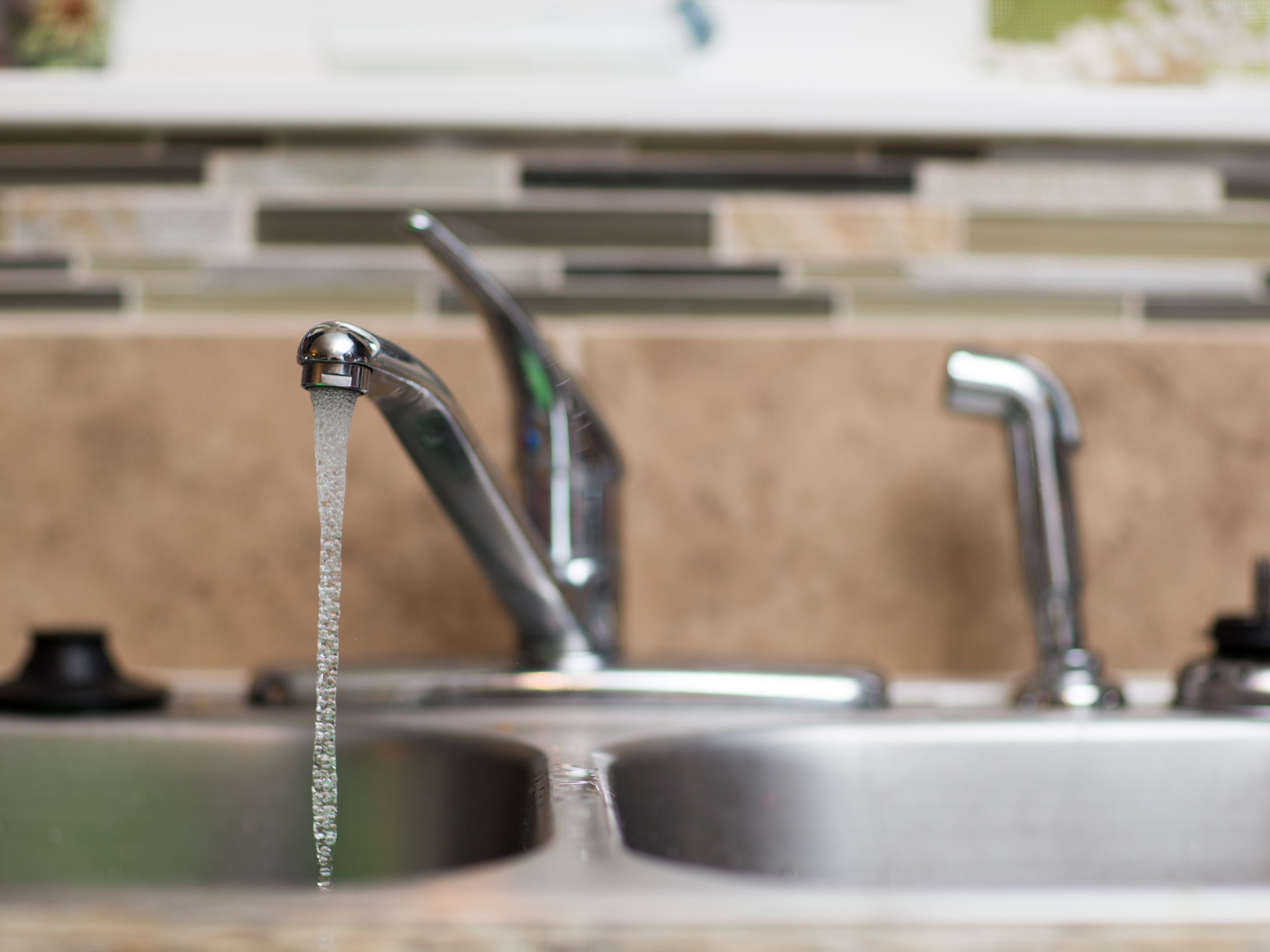 how to replace a kitchen sink sprayer