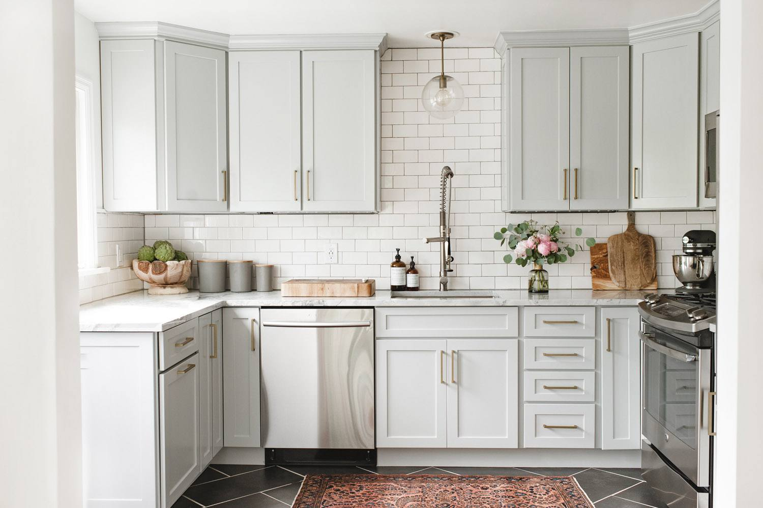 grey kitchen cabinets lowes delta faucets 21 ways to style gray with subway tile and light cabinet