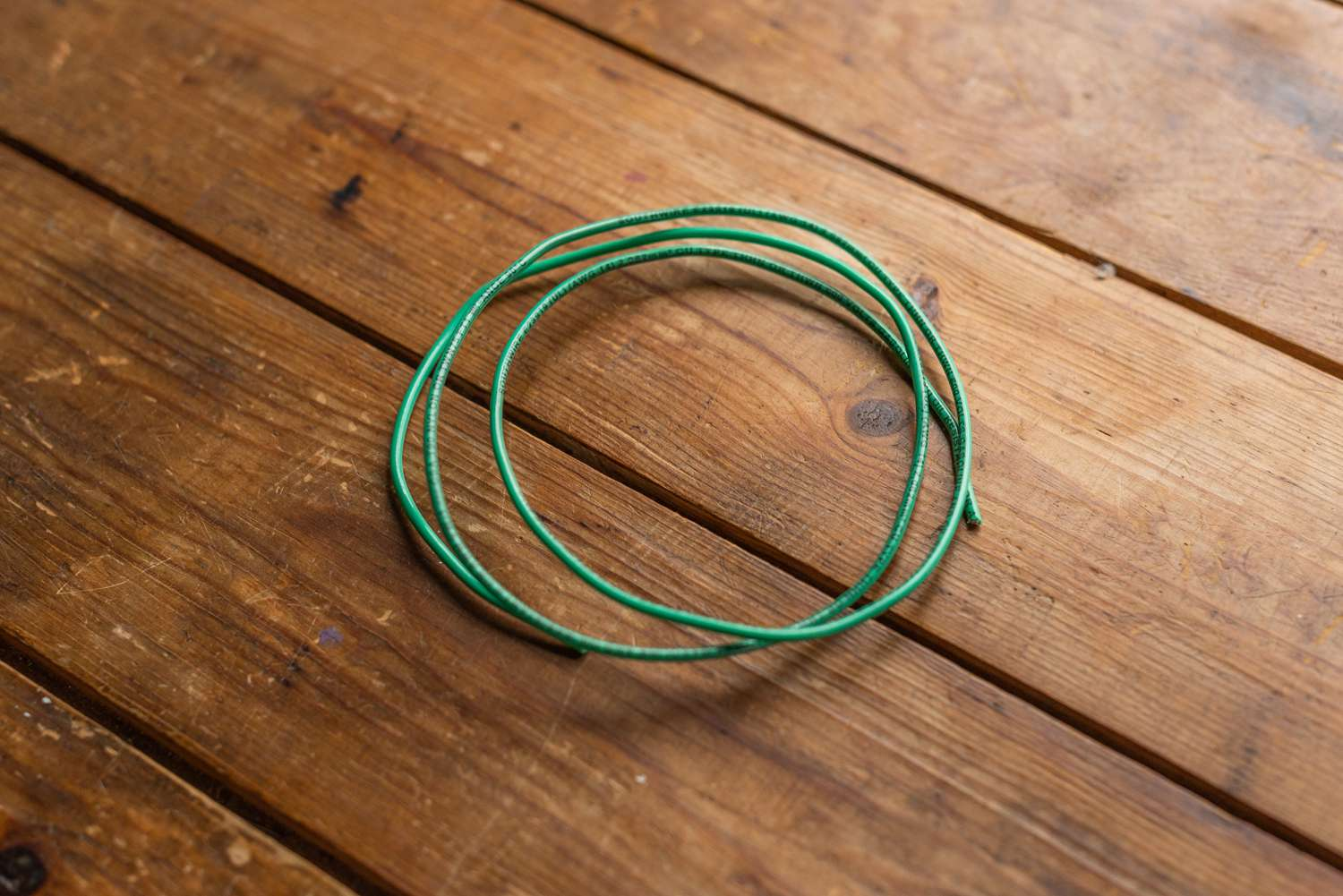 hight resolution of green wire insulation
