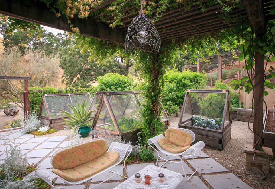 30 stylish but simple small garden ideas