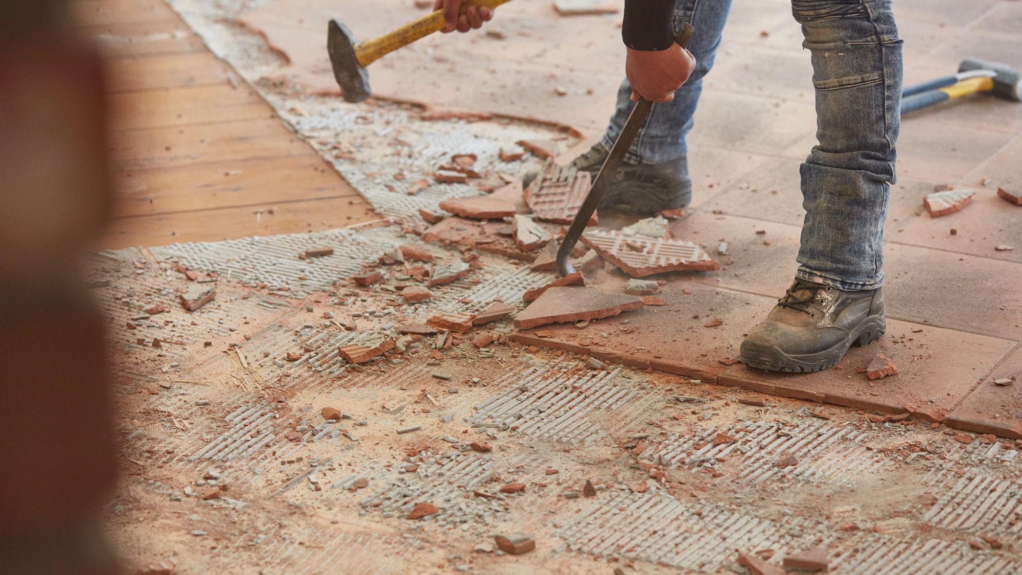 how to remove ceramic floor tile