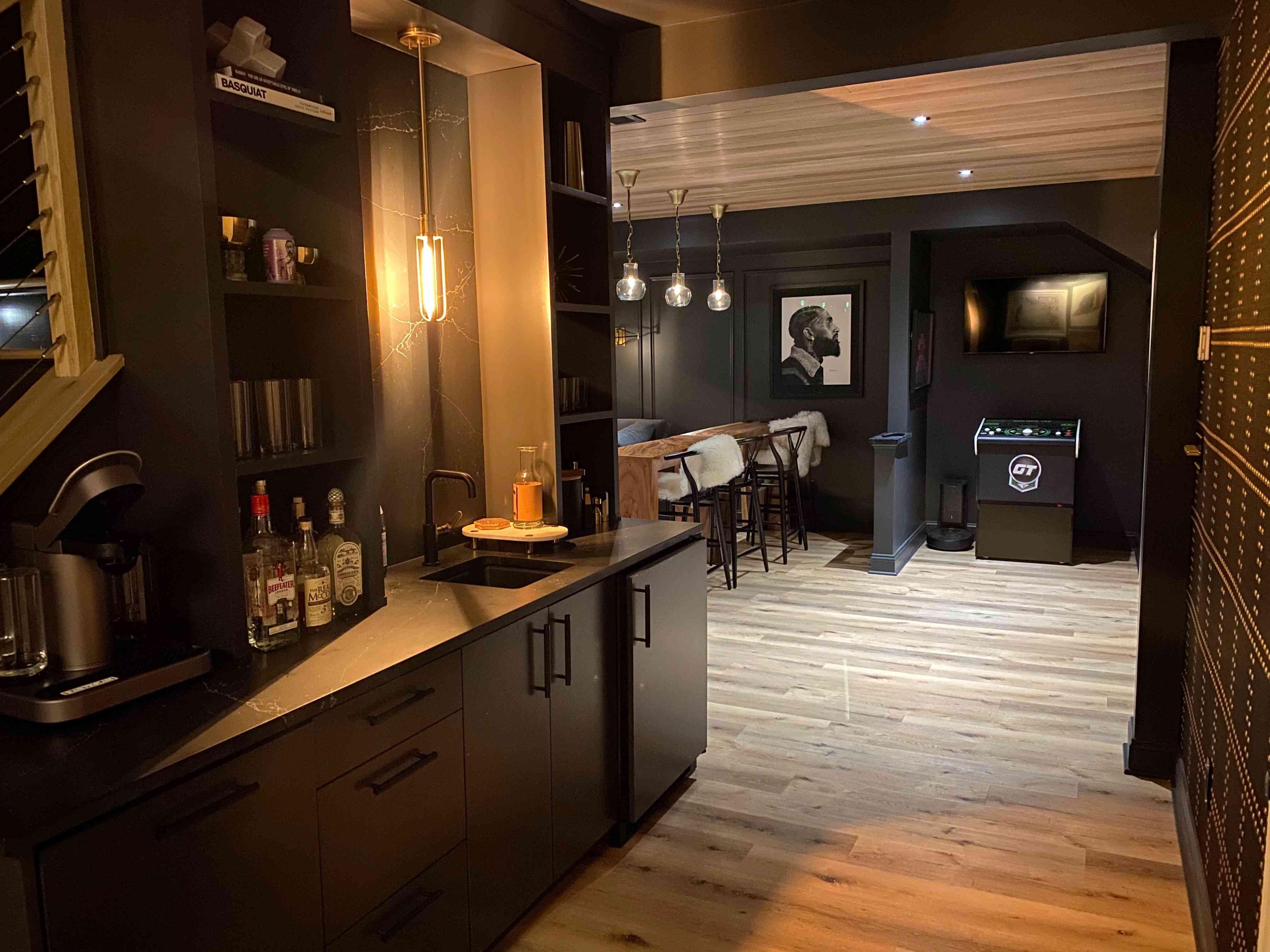 11 stylish basement bar ideas
