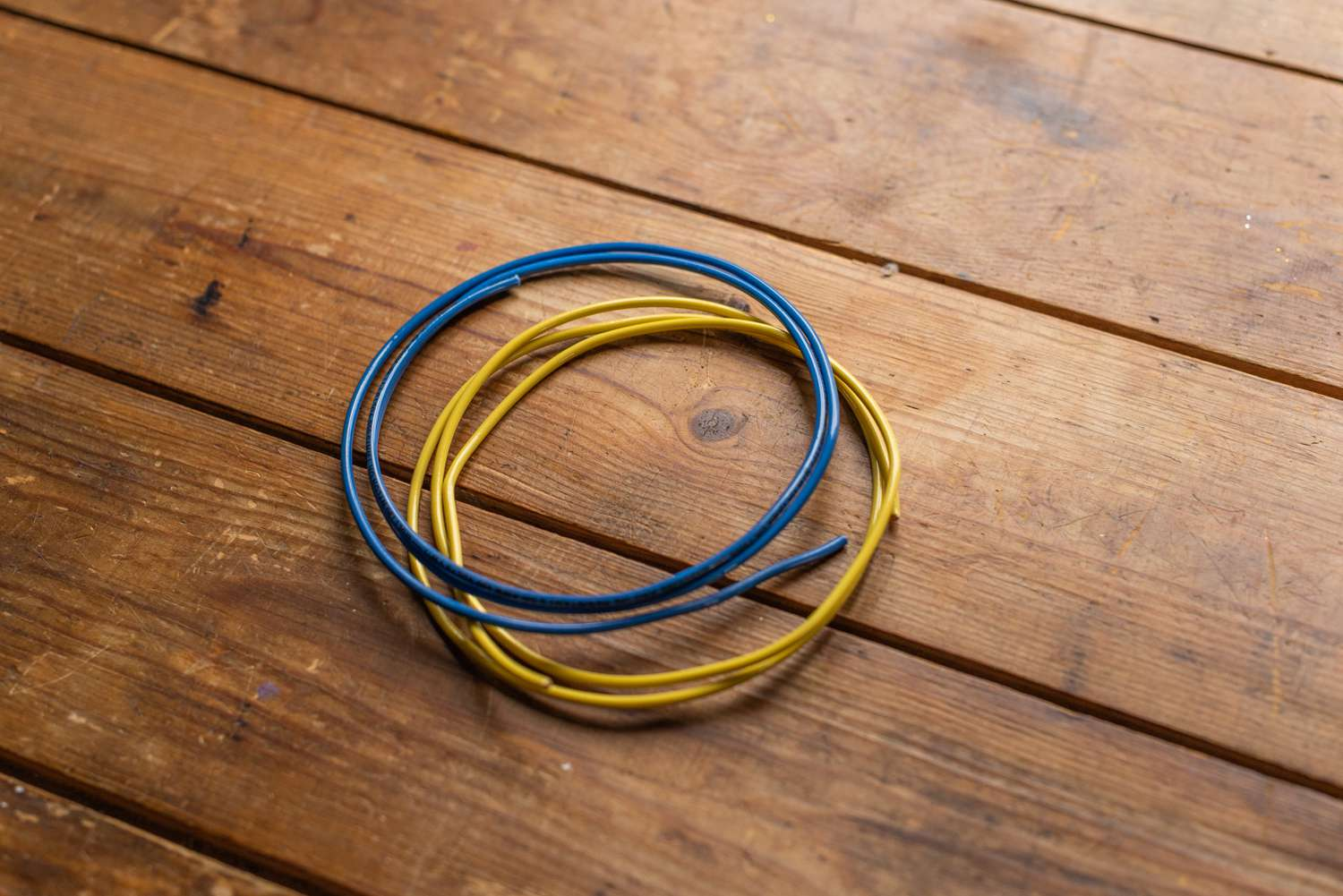 hight resolution of blue and yellow wires insulation