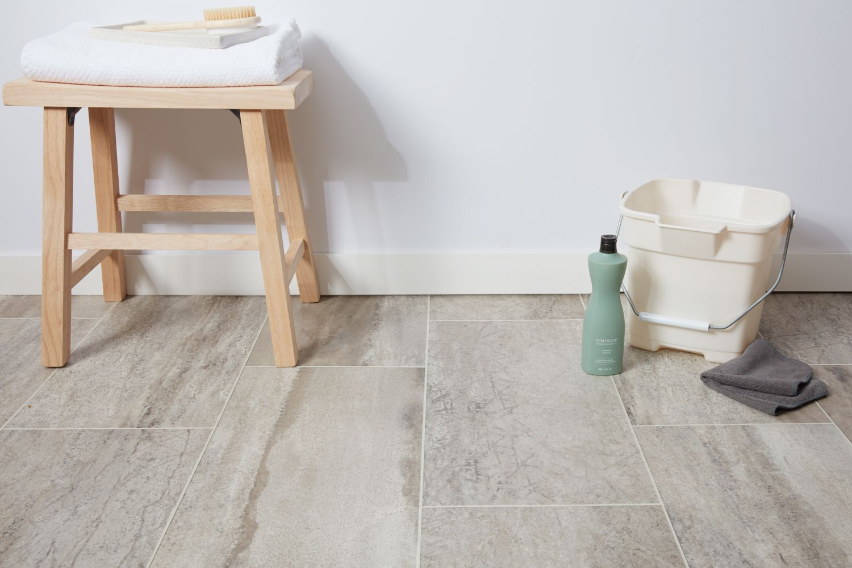 vinyl vs linoleum flooring what s the