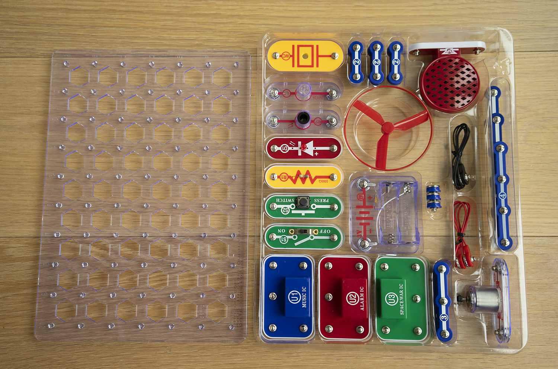 Snap Circuits Jr 100 Electronics Discovery Kit