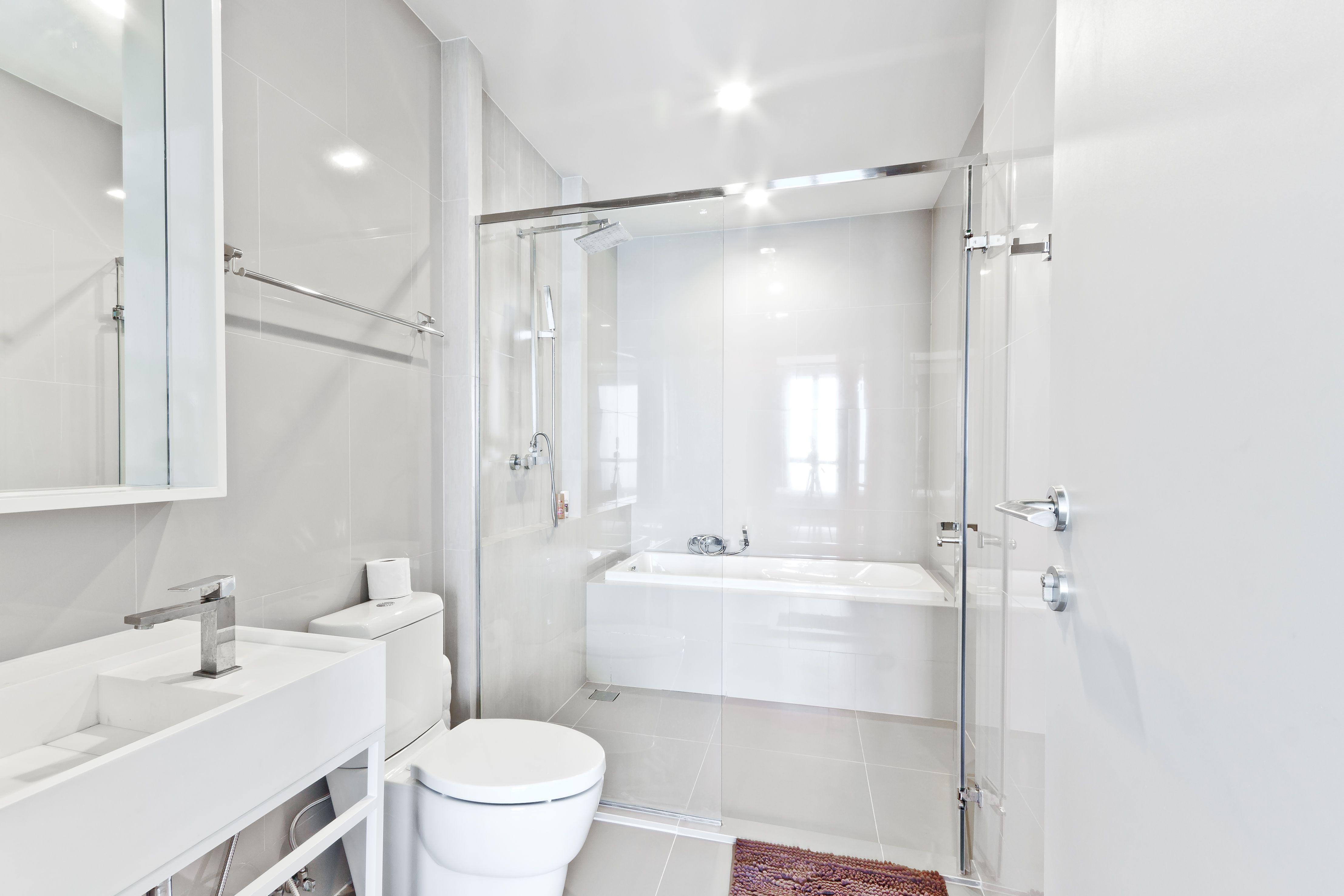 15 Beautiful Small Bathroom Designs
