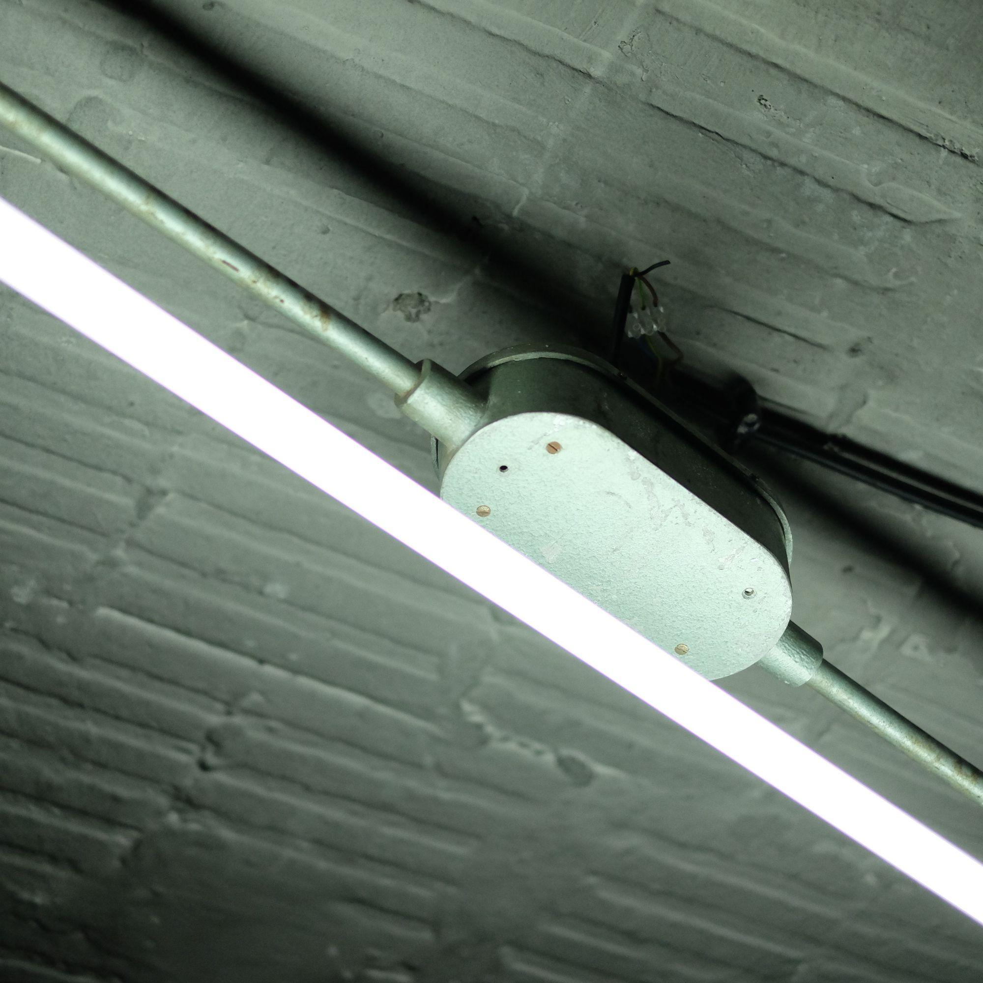 hight resolution of wiring fluorescent lighting in garage