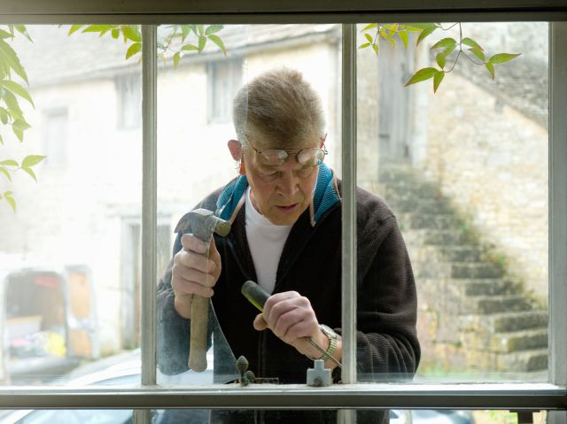 How to Replace Broken Glass in a Single-Pane Window
