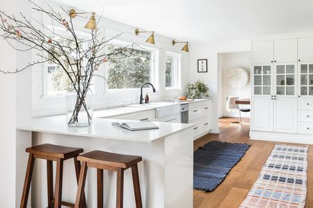 17 Modern White Kitchens