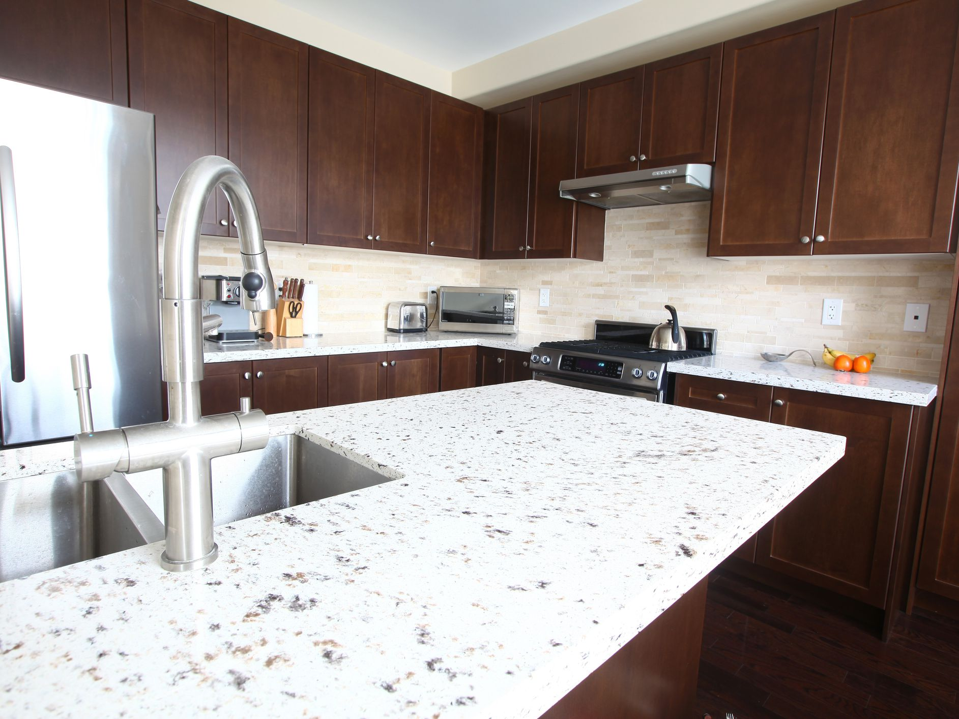 The Best Quartz Countertop Alternatives To White Marble