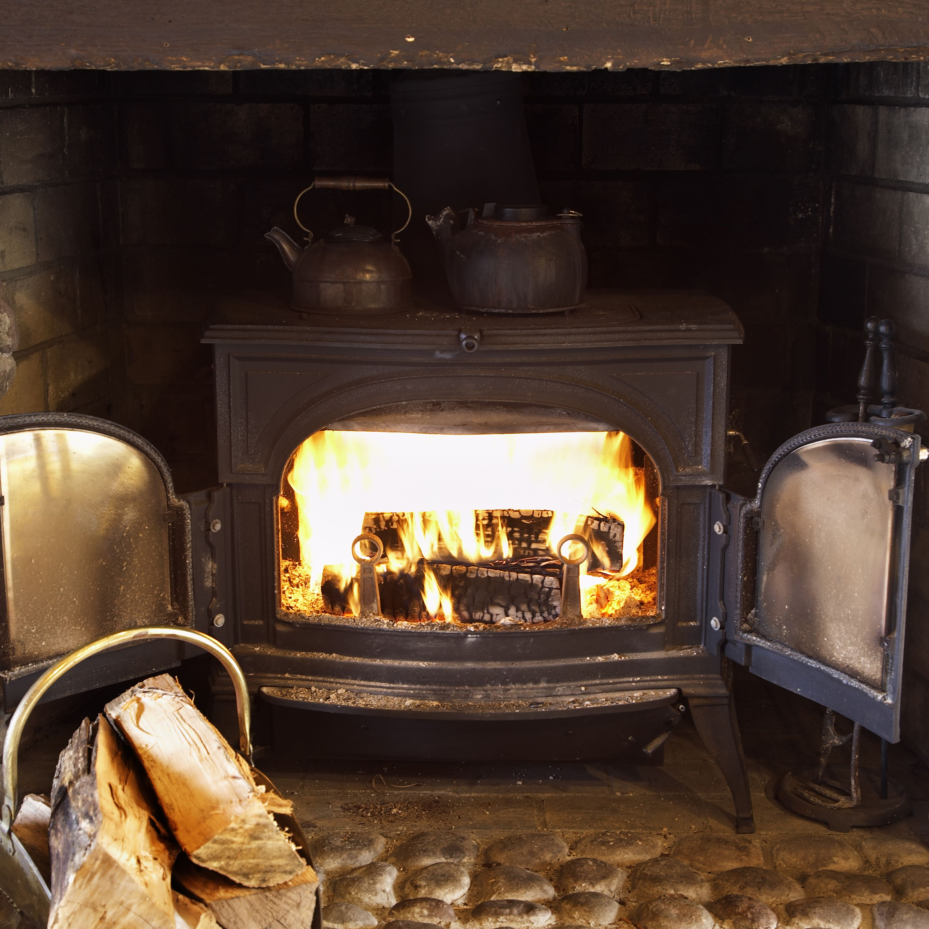 Wood Heat Vs Pellet Stove What S The Difference