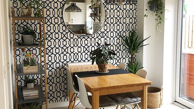 11 Amazing Dining Rooms With Wallpaper