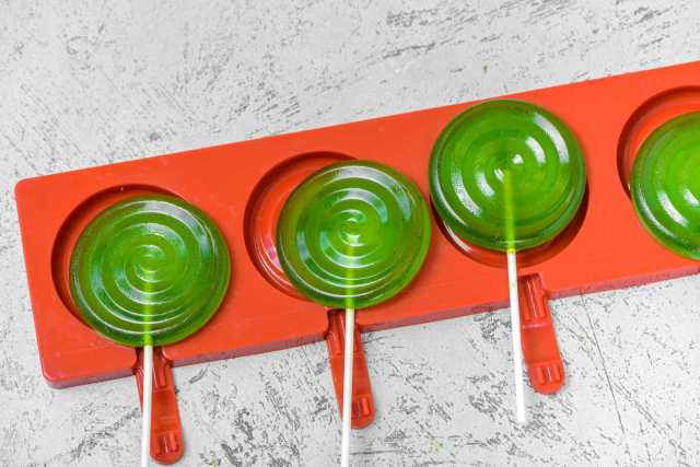 The Foolproof Way to Make Homemade Lollipops