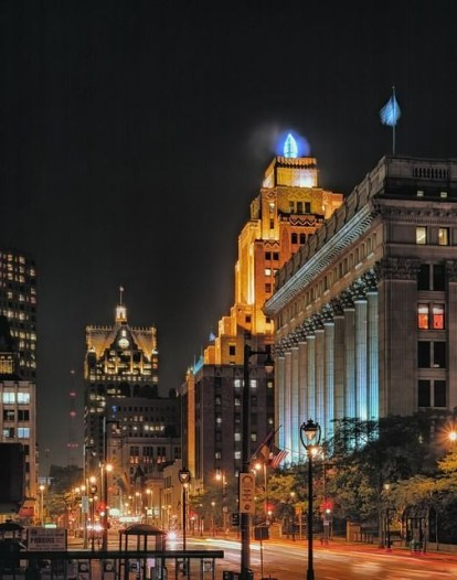 The Wisconsin Gas Light Building as seen from Wisconsin Avenue (photo by Pinterest-user Ingrid Heise).