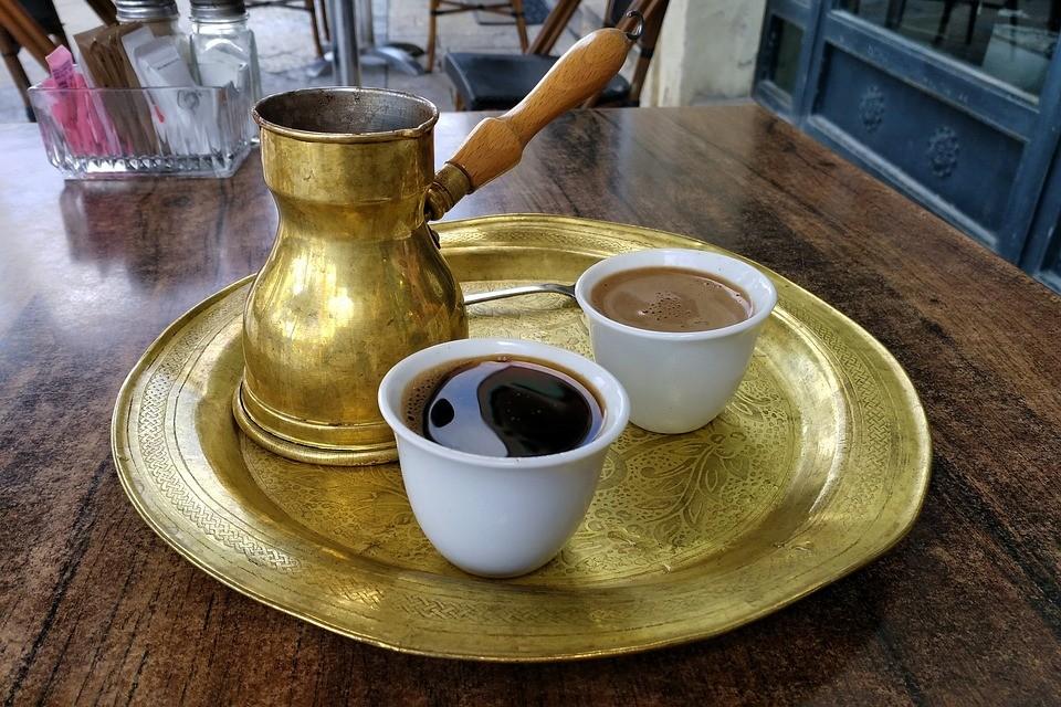 4 σημεία στην πόλη για να πιεις καφέ στη χόβολη