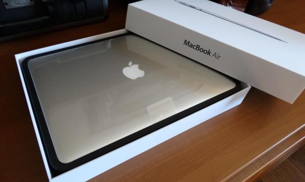 2013 MacBook Air Opened