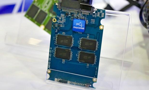 ADATA SU700 Maxiotek SSD