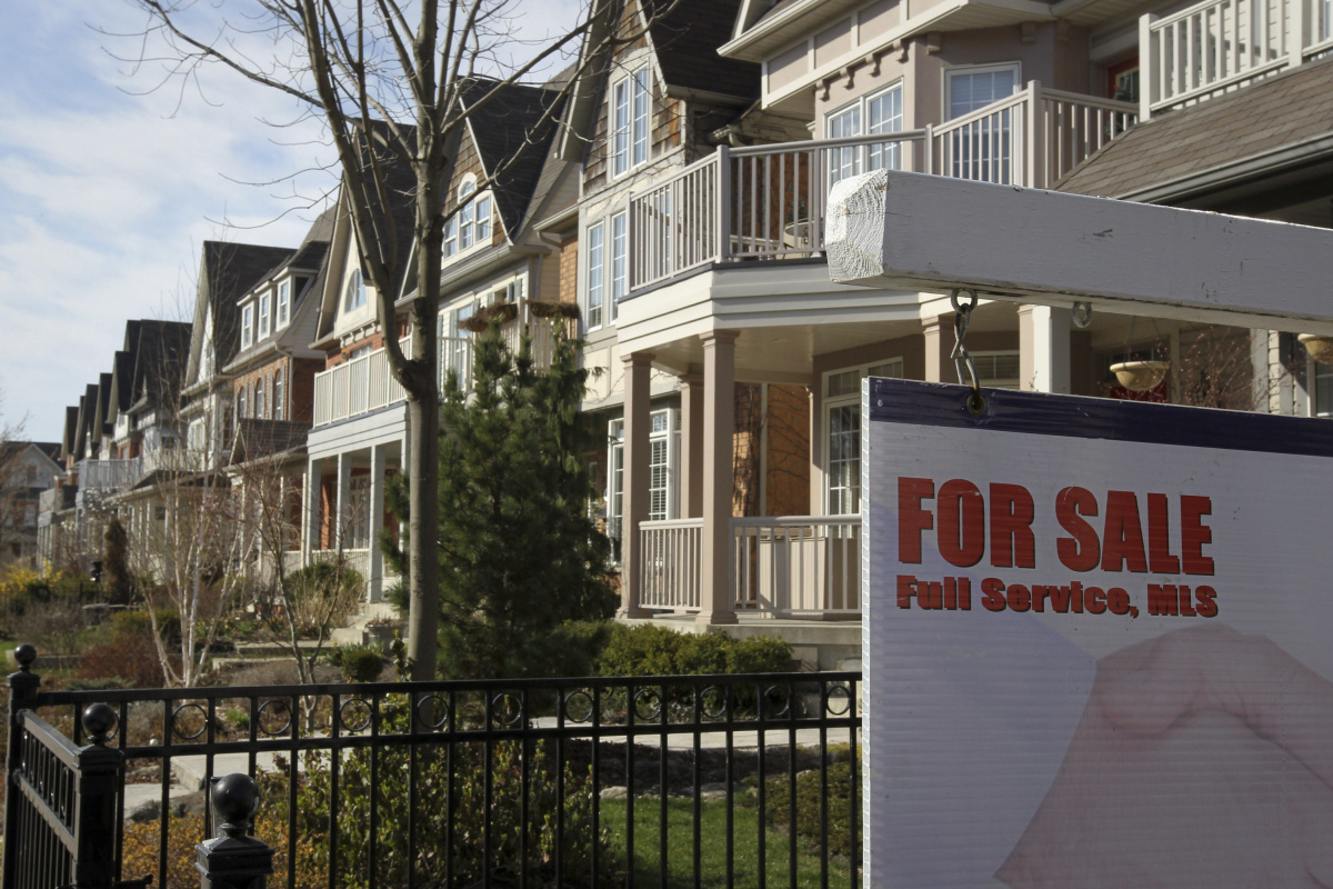 Toronto real estate prices jump with condos helping rise