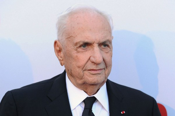 Toronto-born Architect Frank Gehry Teach Online