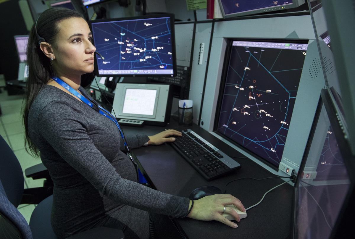 Not enough air traffic controllers are women minorities Nav Canada says  Toronto Star
